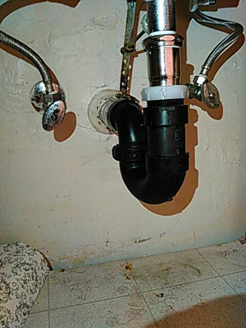 Gardena, CA - Trap under lavy sink