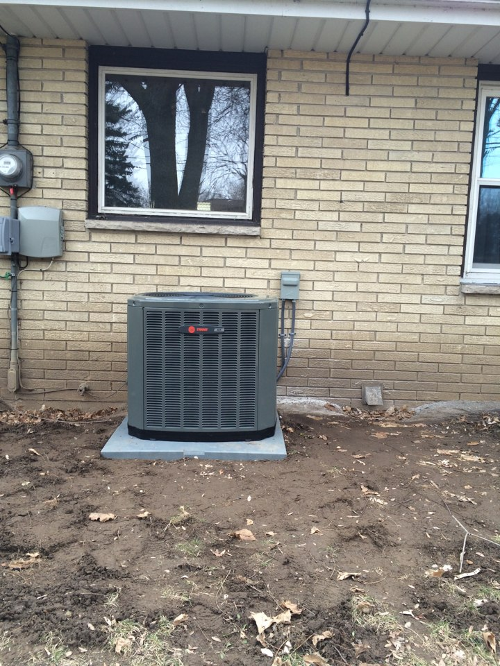 Hartford, WI - Install new Trane air conditioner with Honeywell thermostat.