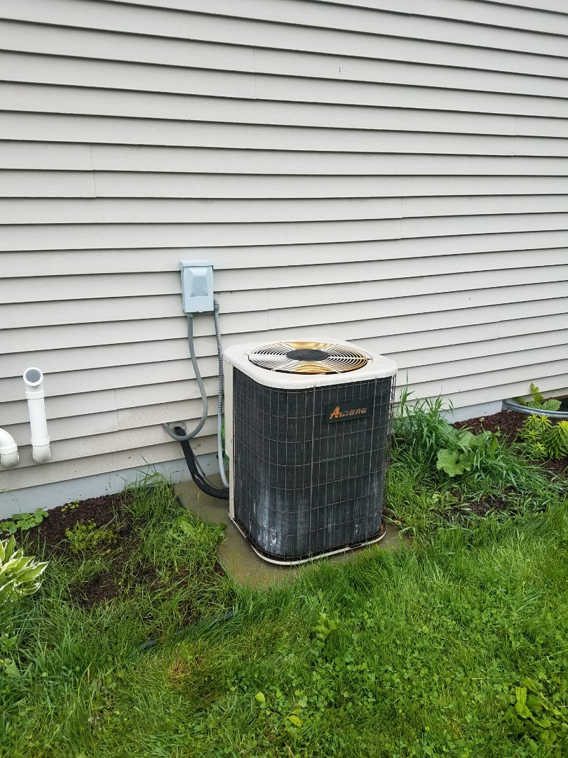Jefferson, WI - AC  maintenance call, air conditioning tune up on an Amana system