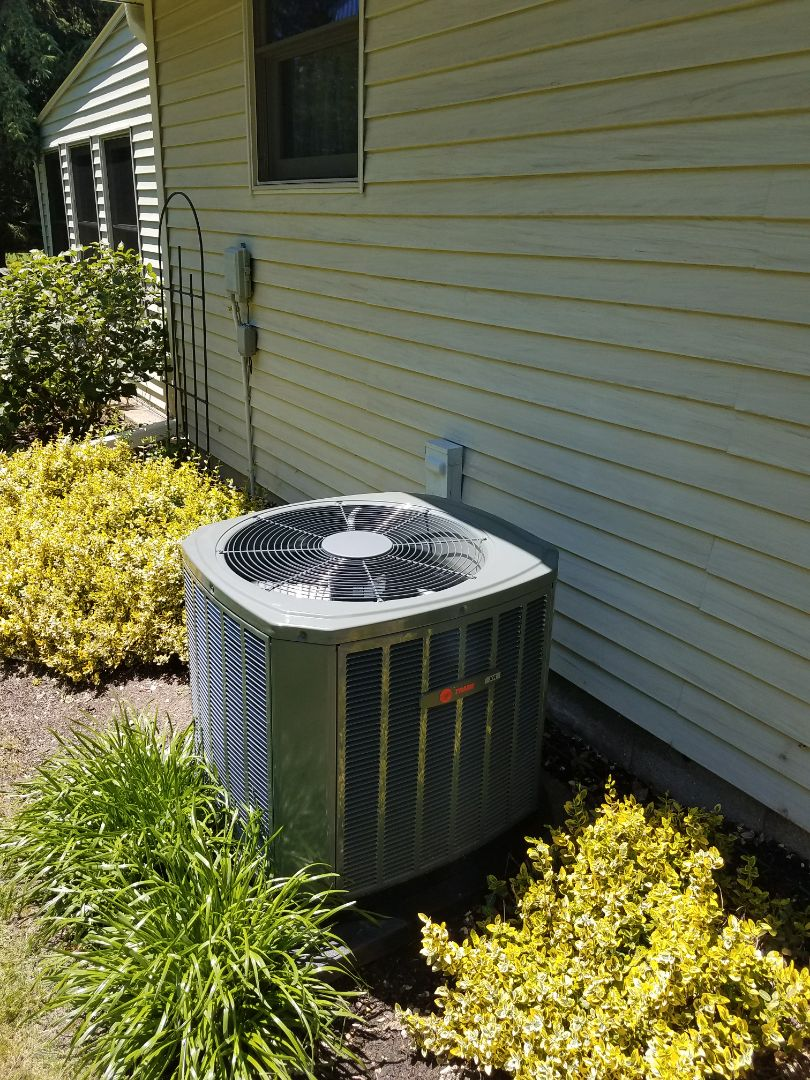 Oconomowoc, WI - AC maintenance.  Tune up on a trane air conditioner