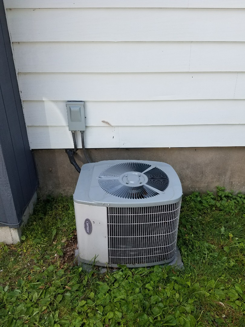 Lake Mills, WI - AC service. Replacing a capacitor on a carrier air conditioner