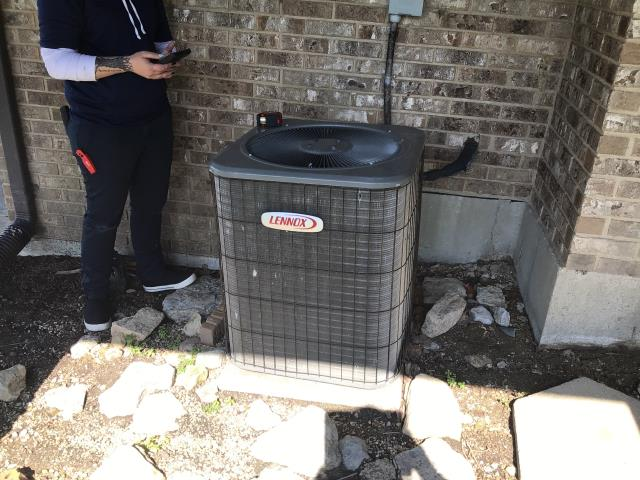 Springboro, OH - Client requested an estimate to replace a Lennox air conditioner.  I recommend replacing it with a Five Star 16 SEER 2.5 Ton Air Conditioner.  Included in the estimate is a 1 year free service maintenance agreement.    Client scheduled installation.