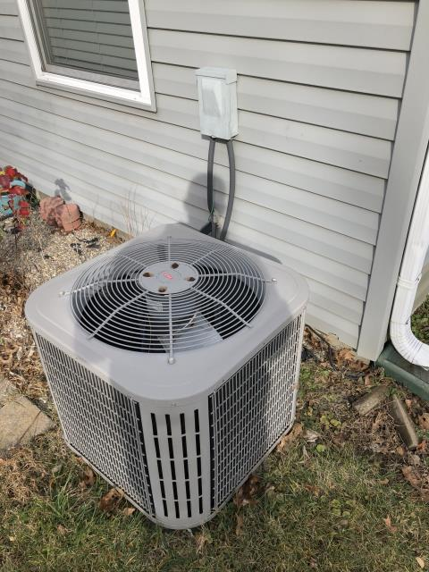 Maineville, OH - I performed a tune up and safety check on a Bryant air conditioner.  I found no issues and the system was fully operational upon my departure.
