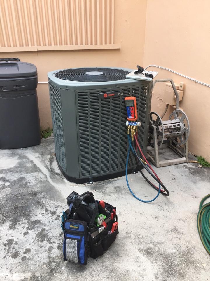 Miami, FL - AC tuneup on a 3 ton Trane XR15 system