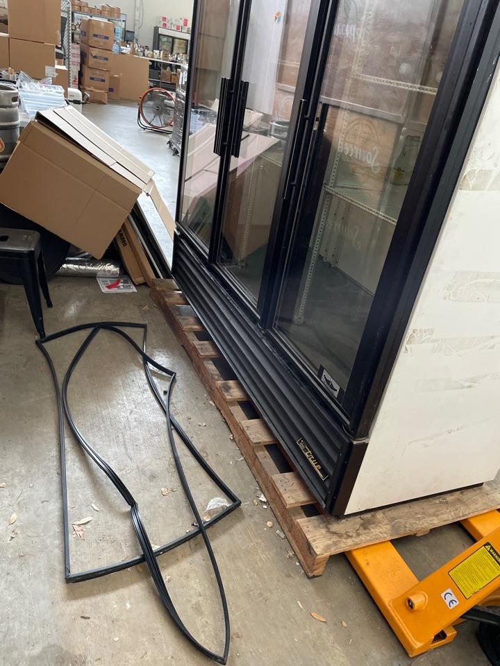 Austin, TX - Replace door gaskets on reach in cooler