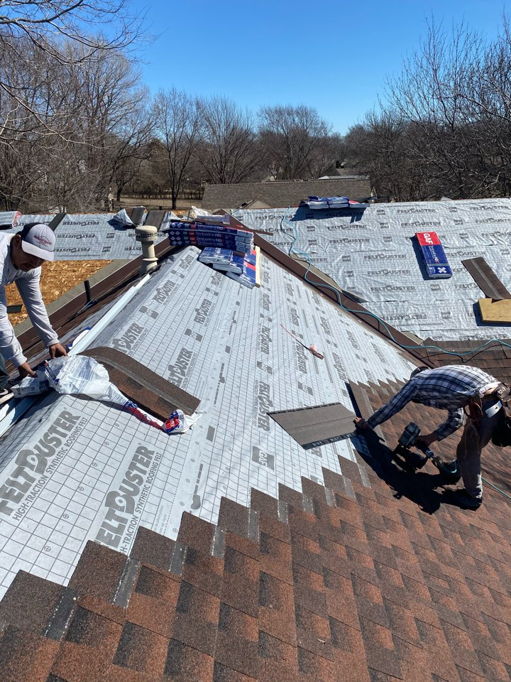Olathe, KS - Putting on the amazing GAF HDZ Hickory colored roofing system.