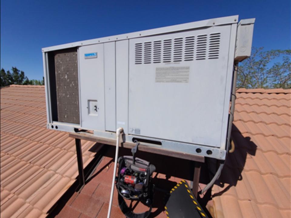 Santa Clara, UT - Tempstar rooftop system not cooling properly. Low on refrigerant, R-22.