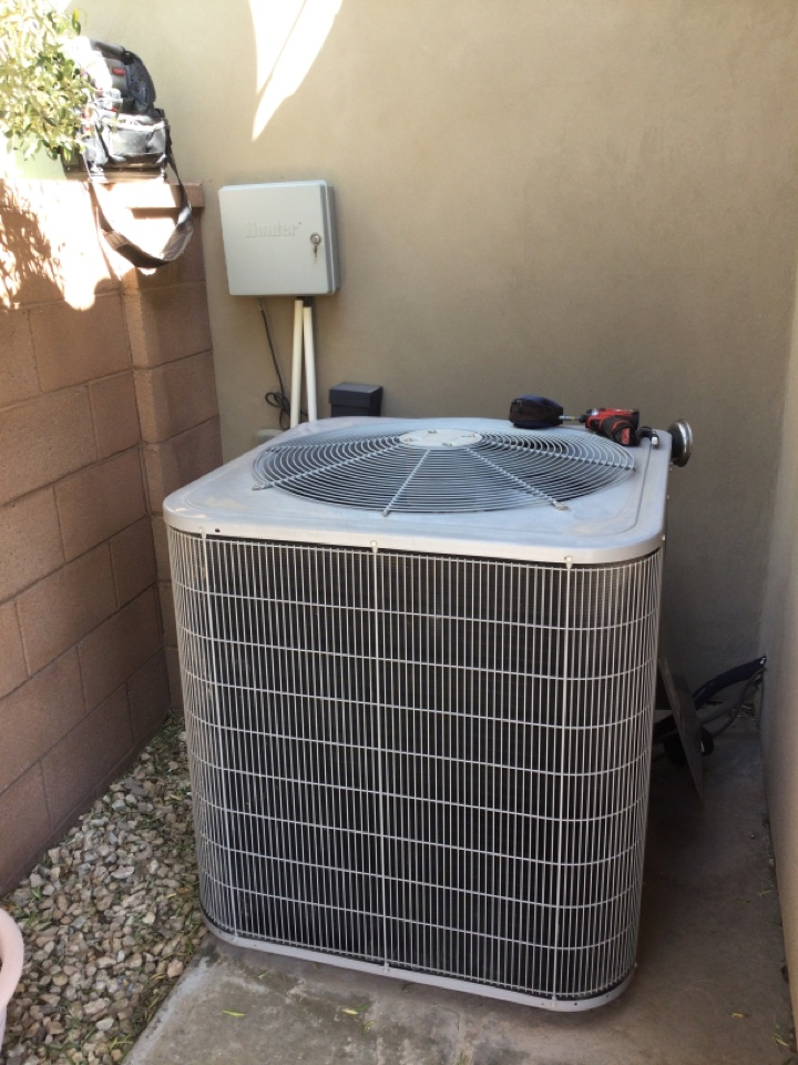 St. George, UT - Carrier air conditioning making loud noises. Diagnosed bad fan motor.