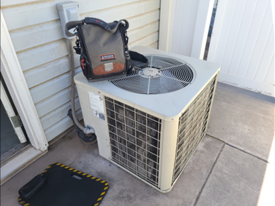 Hurricane, UT - Goodman air conditioning not working. Diagnosed grounded compressor.