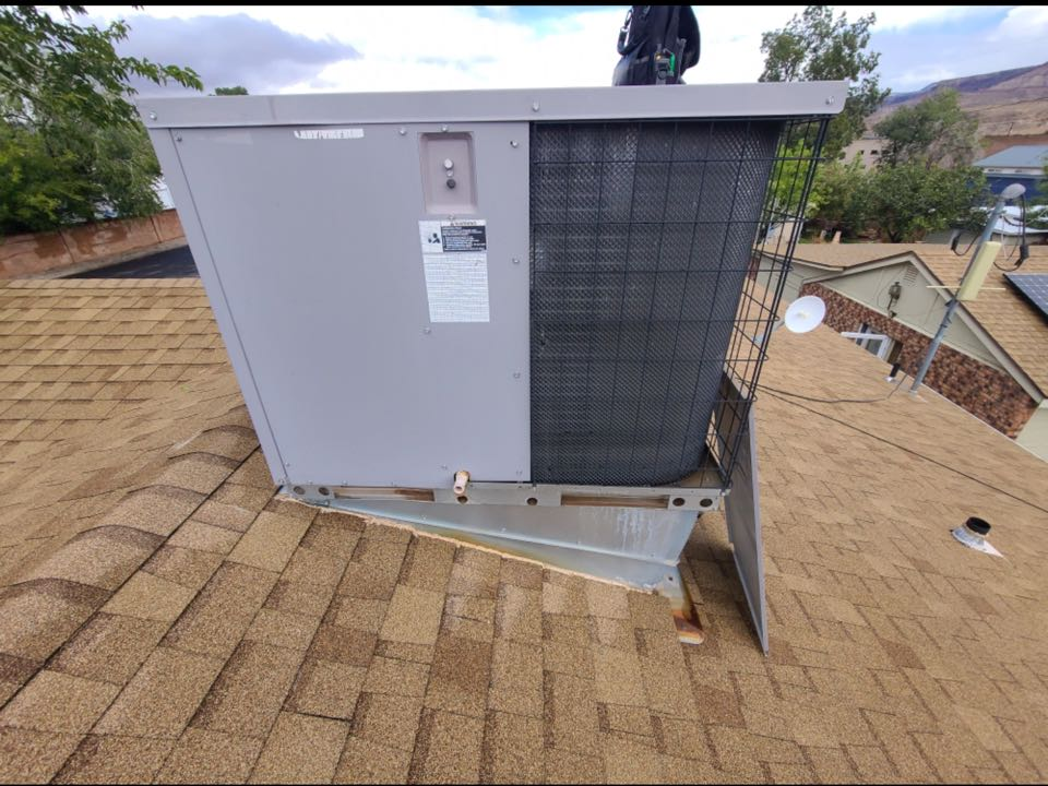 La Verkin, UT - ICP gas rooftop system diagnostic. Found control board to be bad and also inducer motor to be seizing up.