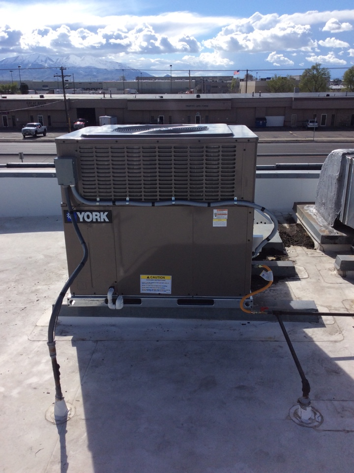 Salt Lake City, UT - Install roof top package unit