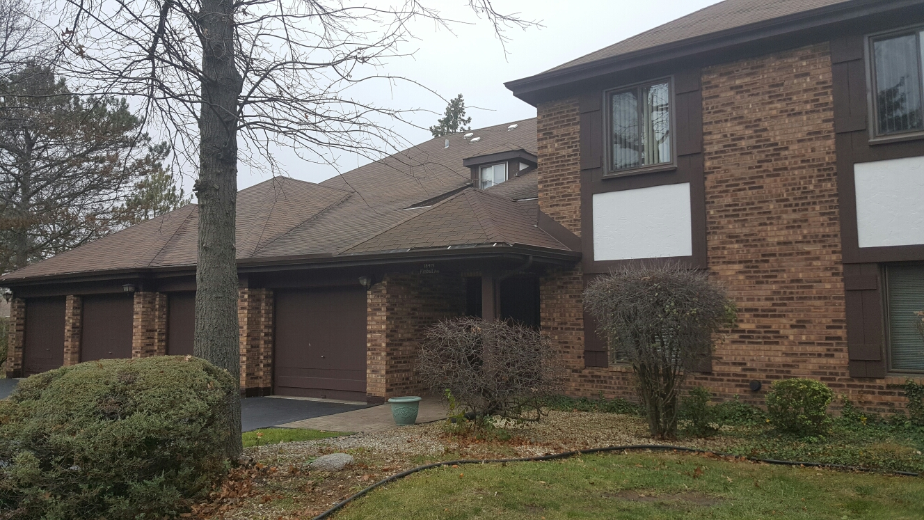 Homewood, IL - Getting ready to replace an old worn out roof with a new CertainTeed lifetime shingle.