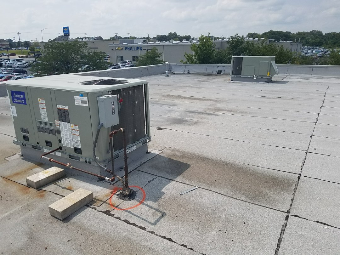 Frankfort, IL - Estimating repairs on a commercial flat roof