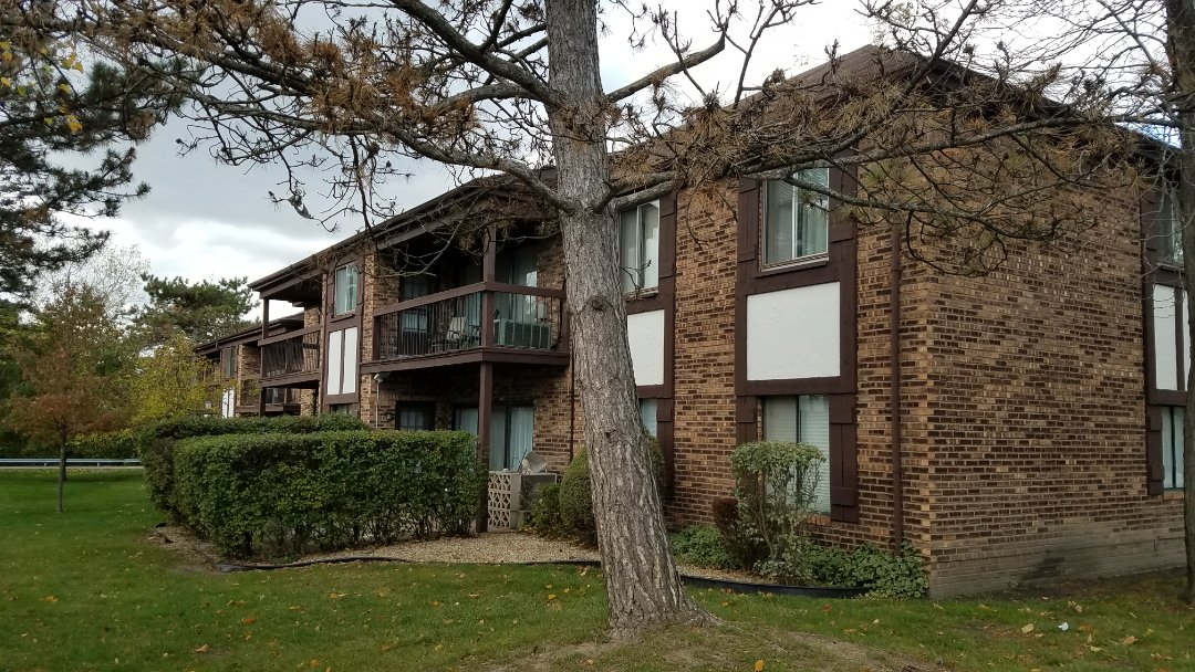 Homewood, IL - Getting ready to install a CertainTeed Landmark Roof System with new seamless aluminum gutters and downspouts