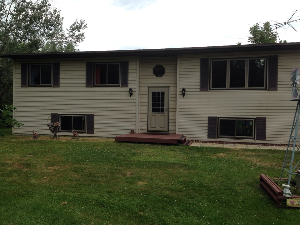 Eveleth, MN - New Restorations Windows Improved energy efficiency and curb appeal on this home in rural Eveleth, MN.