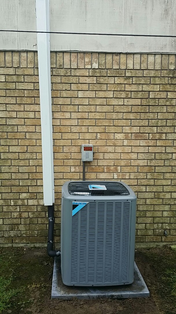 Baton Rouge, LA - Performing a quality audit for our new customer that purchased a new Daikin system from your #1 Daikin Comfort Pro Dealer.