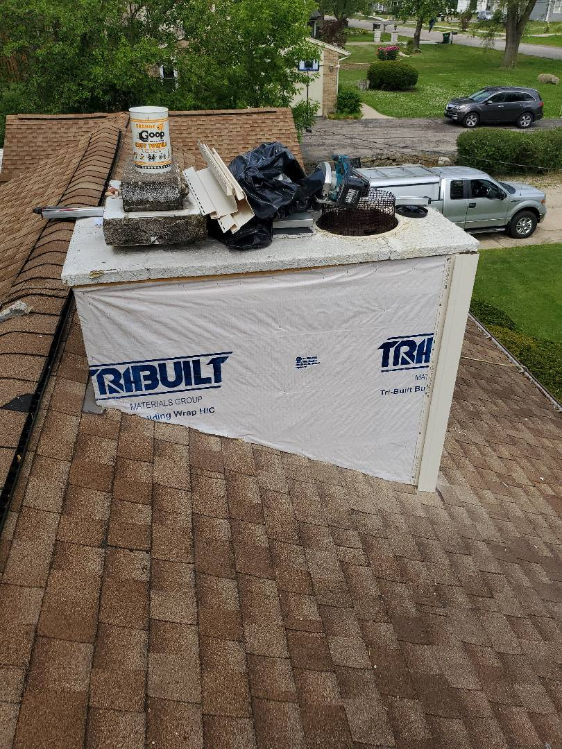 Rolling Meadows, IL - Installing new Veriform Camden Point siding