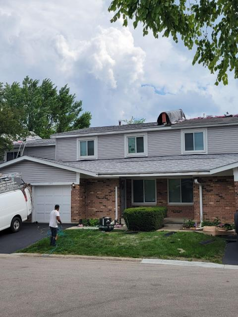 Palatine, IL - Adams Roofing work as a team to complete you next roofing project.
