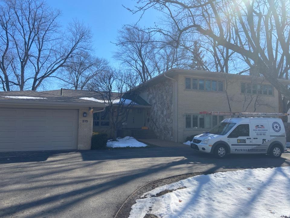 Highland Park, IL - New home purchase needs replacement Pella fiberglass casement windows.