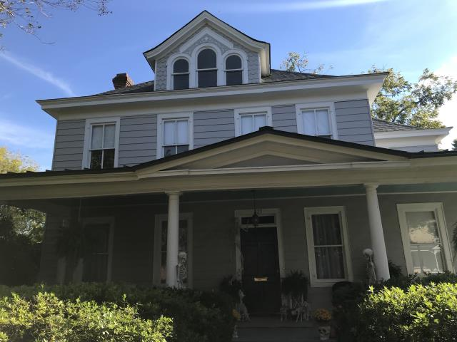 Williamsburg, VA - A new roof for this beautiful, historic home in the Colonial Williamsburg area. CertainTeed Landmark Pro shingles in Georgetown Max Def and a new TPO Flat roof have this home ready for winter.