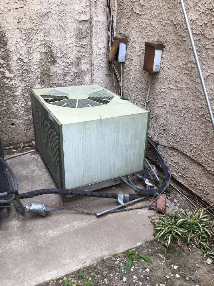 Monterey Park, CA - Olde but goodie time to change this one out full 5 ton Lennox system with ducting
