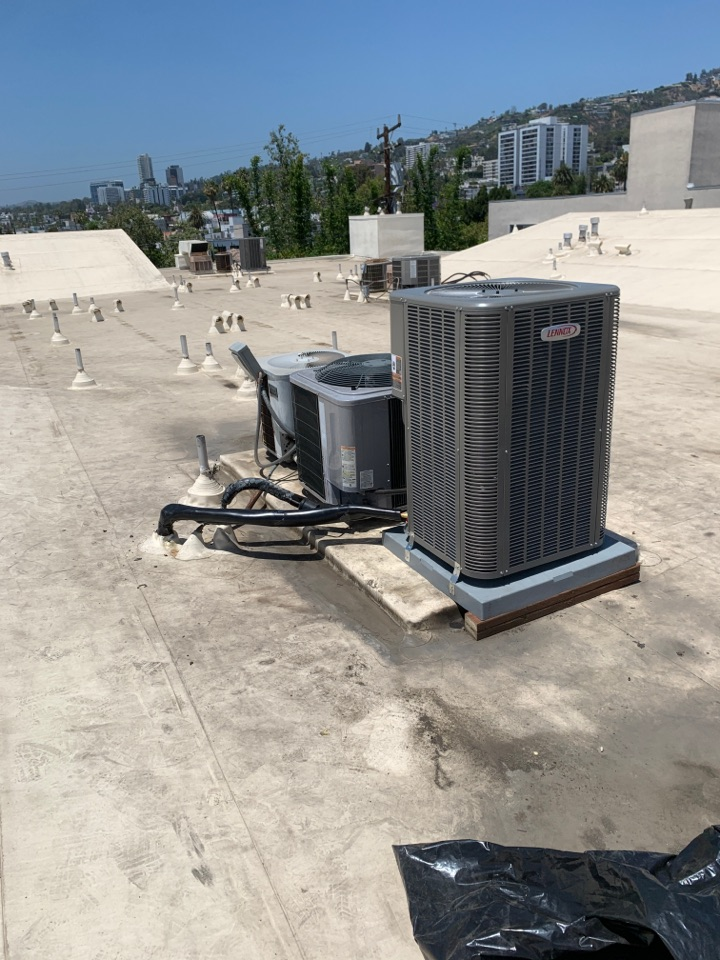 West Hollywood, CA - New Lennox Heat pump  on a very warm roof
