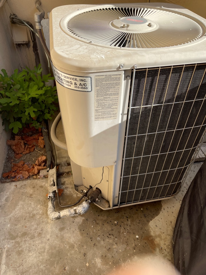 Glendale, CA - This condenser here in Glendale has lived a good life. Time to upgrade to something more energy efficient.