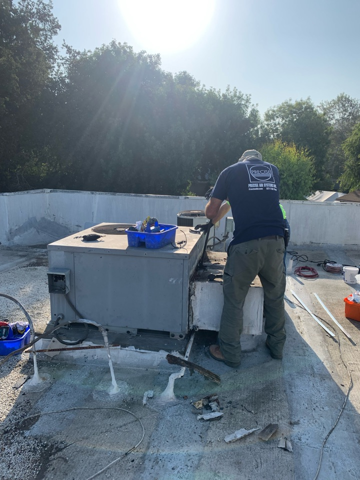 South Pasadena, CA - New package unit being installed for an apartment here south Pasadena