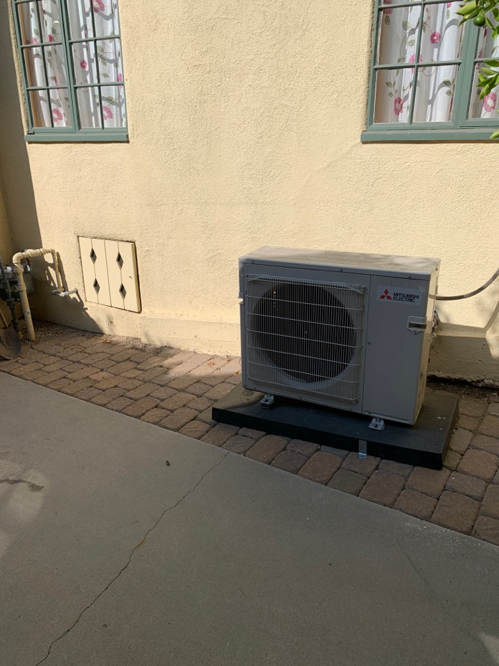 Glendale, CA - Installing another ductless mini split unit 5 heads here in Glendale