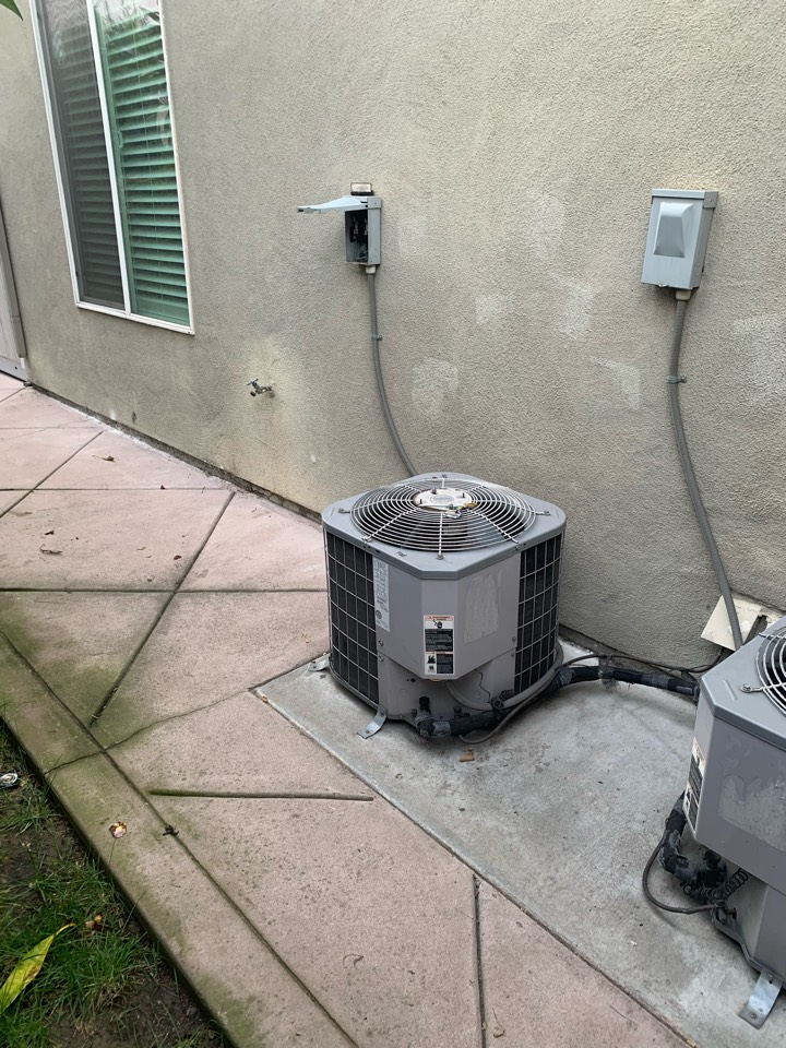 San Gabriel, CA - New 3 ton system being changed out here in San Gabriel