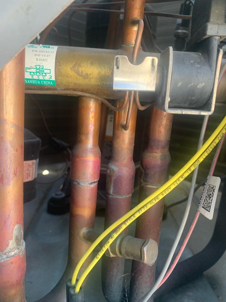South Pasadena, CA - Diagnosing a system and found a defective reversing valve.