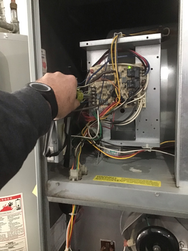 Bend, OR - Green Shield Maintenance and Safety Inspection on Rheem Gas Furnace and Carrier AirConditioner systems.