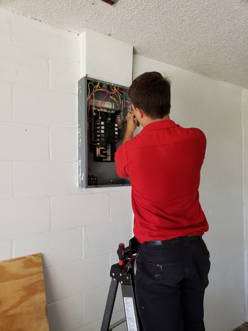 Tampa, FL - Electrical  repairs for sale of home