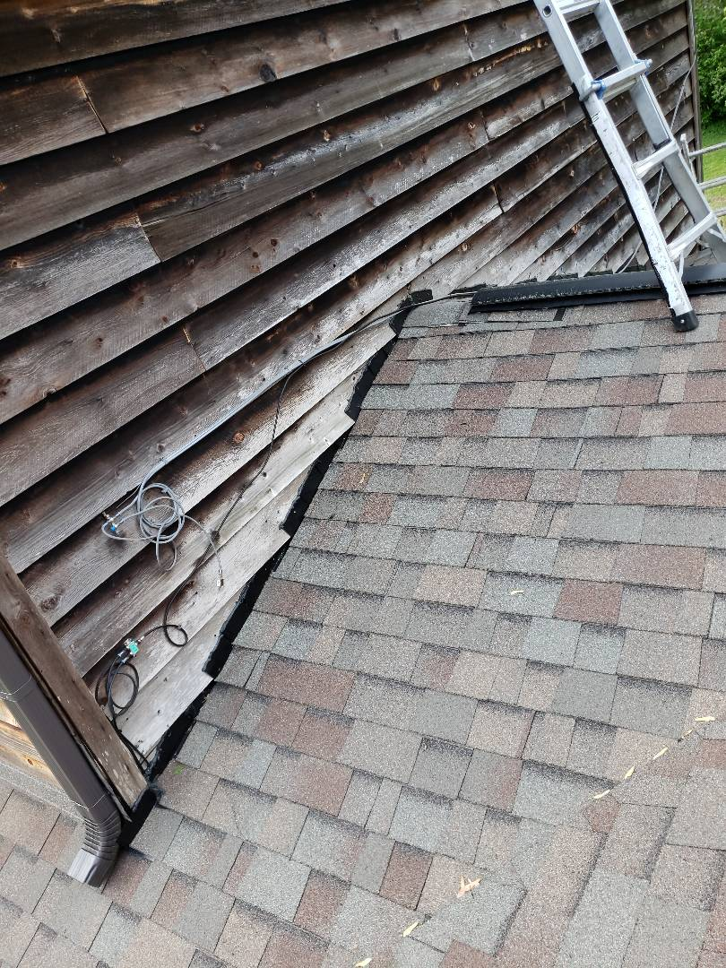 Clinton, TN - A roof was leaking and the homeowner called us and Mobley Brothers Roofing provided an estimate to repair the roof.