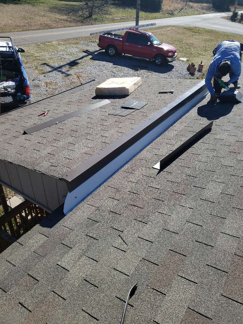 Maryville, TN - We repair a roof leak in this shingle roof.