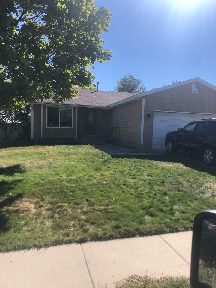 Kearns, UT - Roofing bid for a full tear off roof replacement. Takings old shingles off the roof. Replacement of old shingles with new shingles.