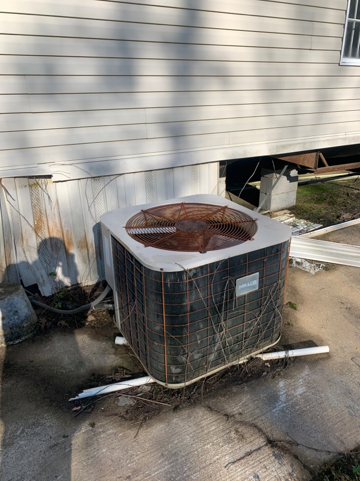 Clinton, LA - Miller trailer ac unit low on Freon and need ductwork for proper air flow Clinton Louisiana