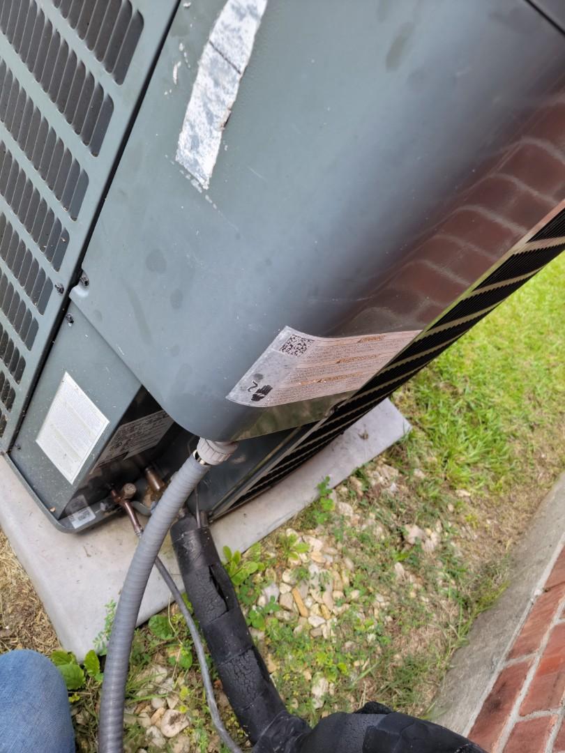 Zachary, LA - Replaced bad 45/5 run capacitor in zachary Louisiana.