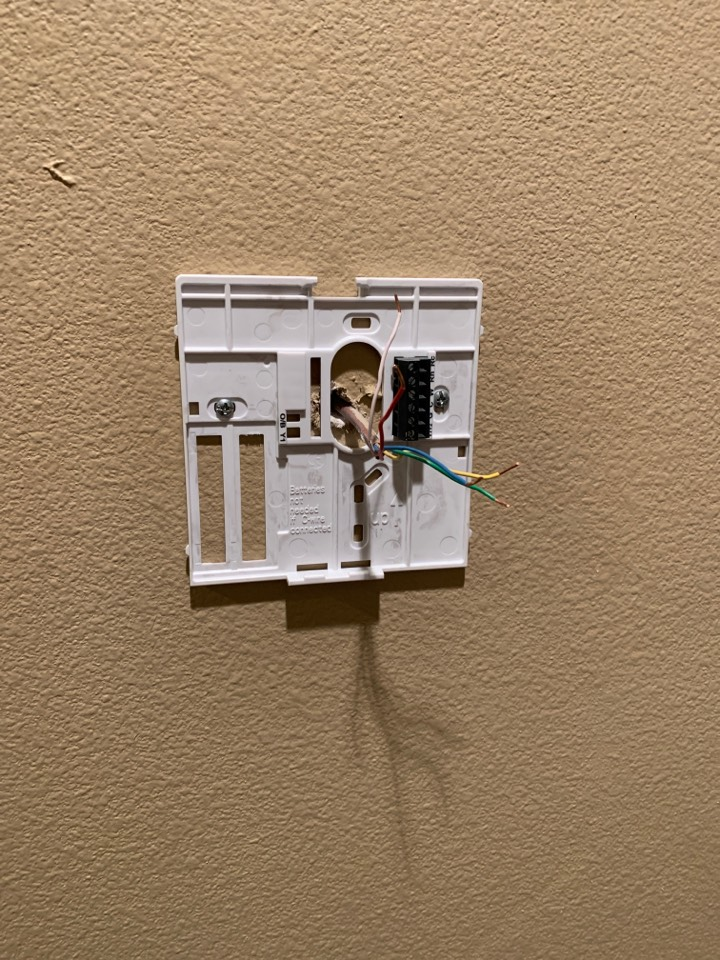 Zachary, LA - Replacing faulty thermostat