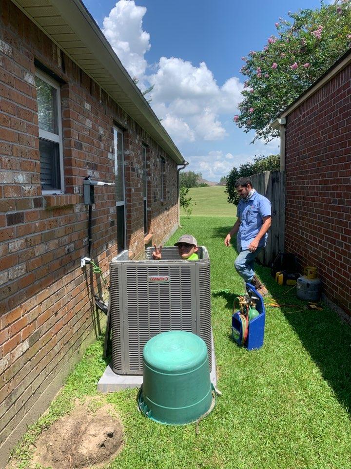 Gonzales, LA - Servicing a Lennox heat pump for a client in Gonzales, LA