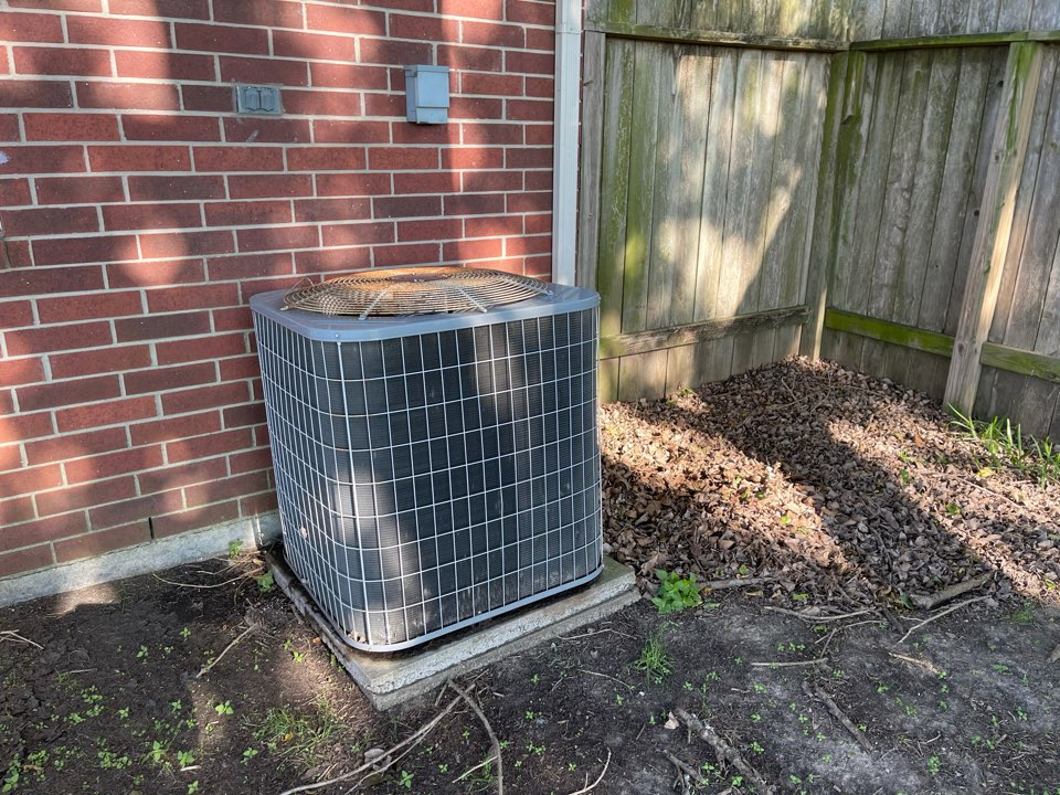 Baytown, TX - Ac maintenance. Performed an ac tuneup on a Carrier ac unit.
