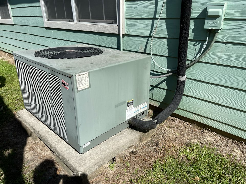 Channelview, TX - Ac service. Performed an ac repair on a Ruud ac unit.