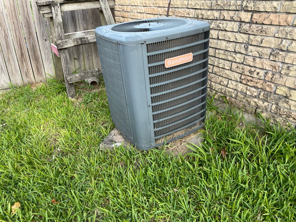 Channelview, TX - Ac service. Performed an ac repair on a Goodman ac unit.