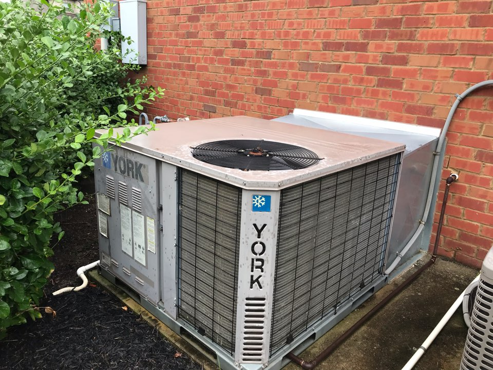 Murfreesboro, TN - No cooling call. Found and resolved issue. Customer signed up for annual preventative maintenance program.