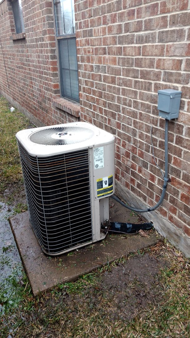 The Colony, TX - Diagnosed an AC that had a leak in its condensor.