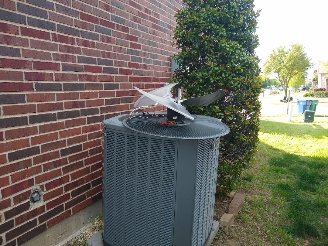 Little Elm, TX - Condenser fan motor locked up for this unit. Replaced be CFM now it's humminge in like a bird