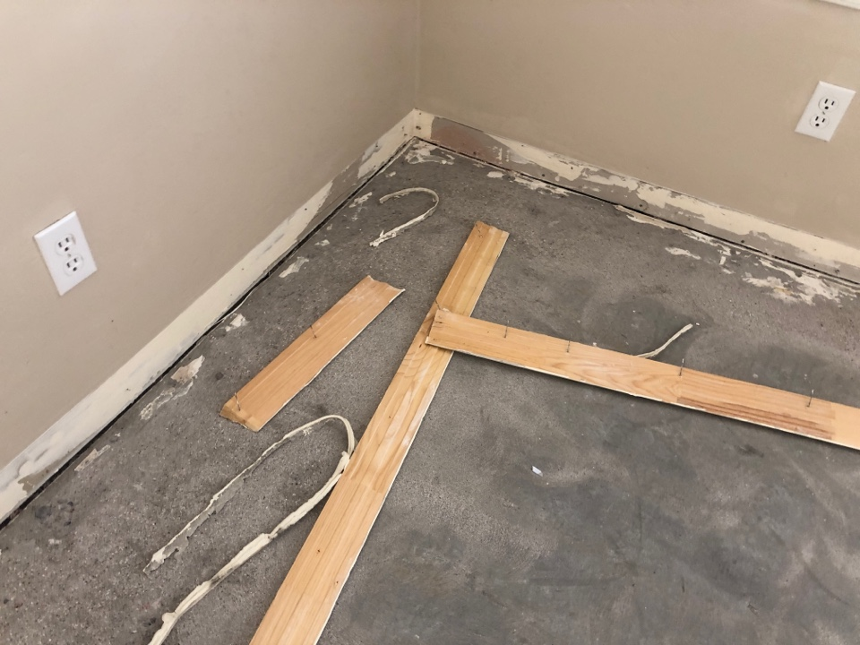 Gilbert, AZ - Today I am removing baseboard from a house out here in Gilbert Arizona.