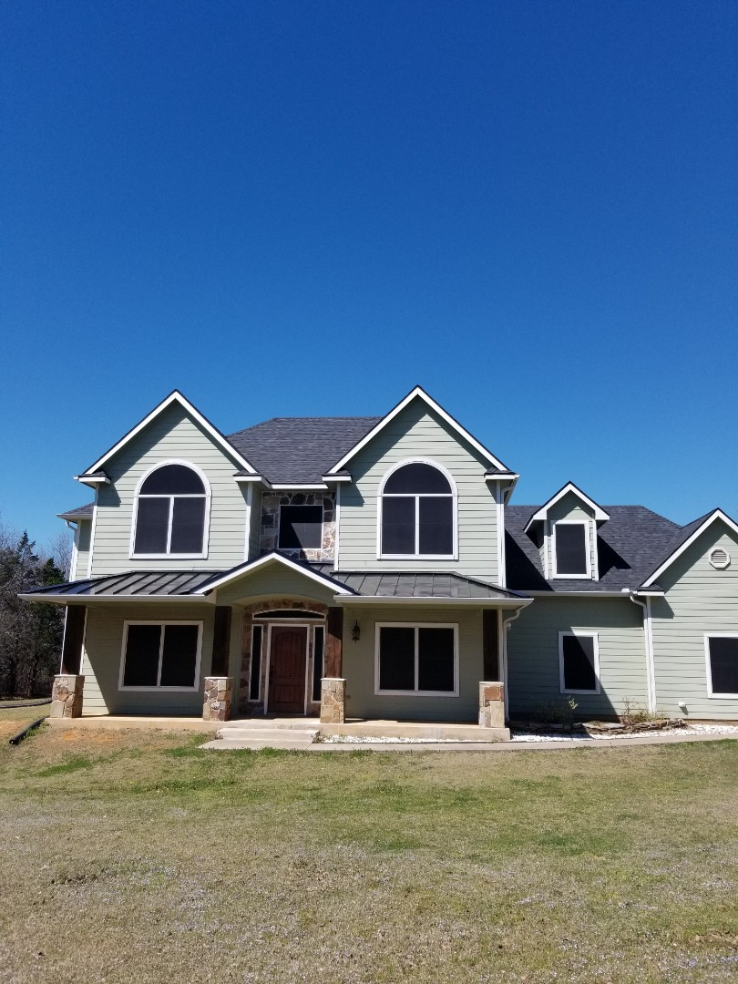 Colbert, OK - Lankford Roofing replaced a roof with Owen's Corning Duration shingles. Porch is black metal.