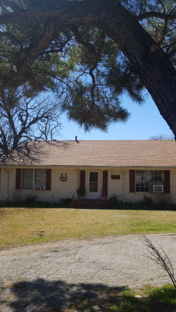 Bells, TX - Lankford Roofing replaced roof with Owen's Corning Oakridge shingles.