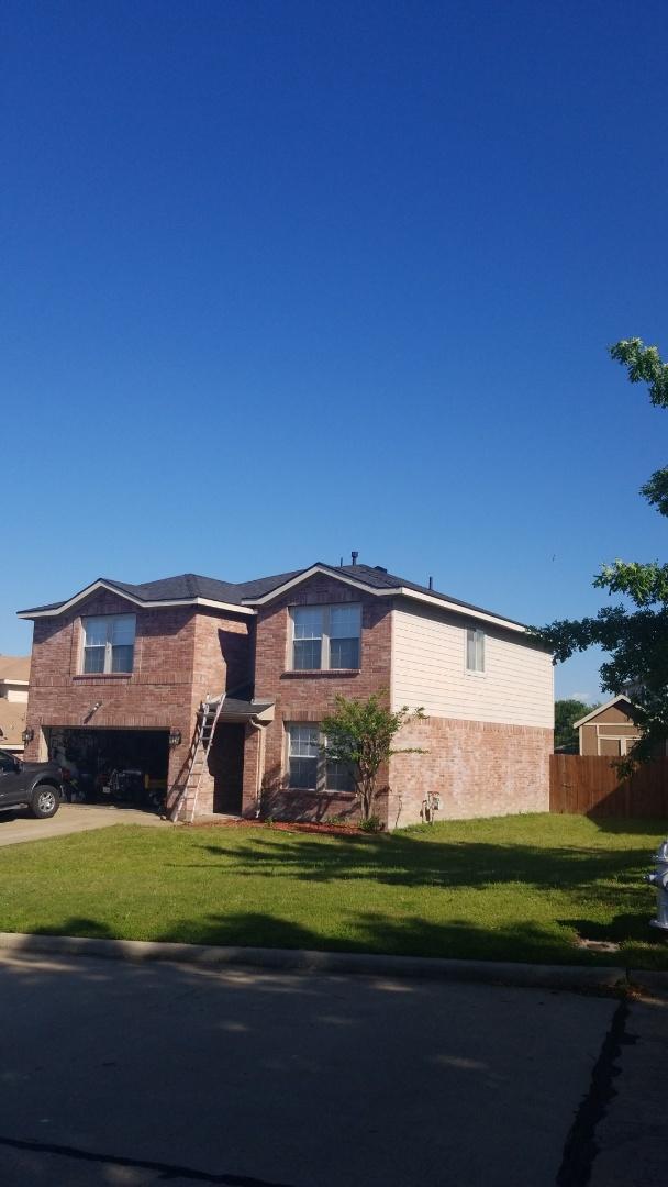 Sherman, TX - Lankford Roofing installed a beautiful new Owen's Corning Oakridge Onyx black shingles